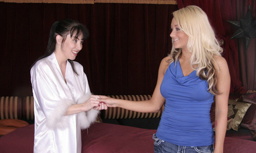 RayVeness meets the gorgeous Brandy Blair at the parlor