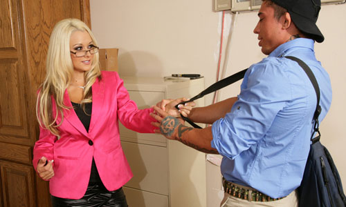 Horny secretary Brandy Blair grabs the delivery guy